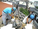 屋根修理の様子